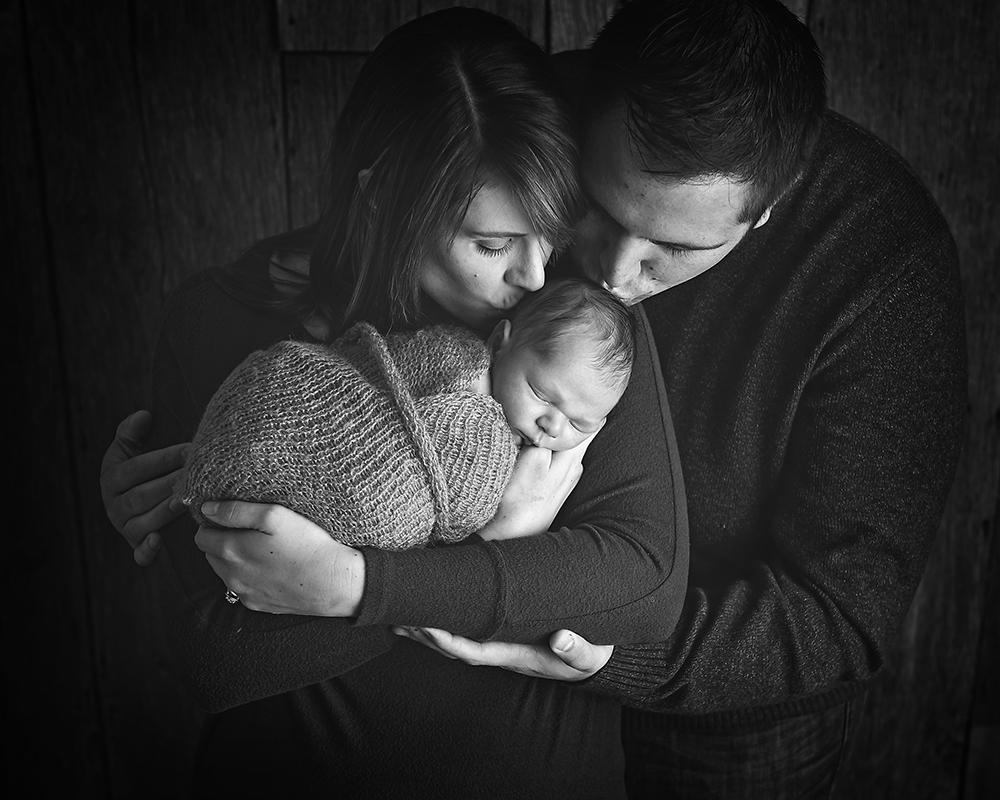 best newborn photographer in DeKalb, Sycamore IL area newborn family and children