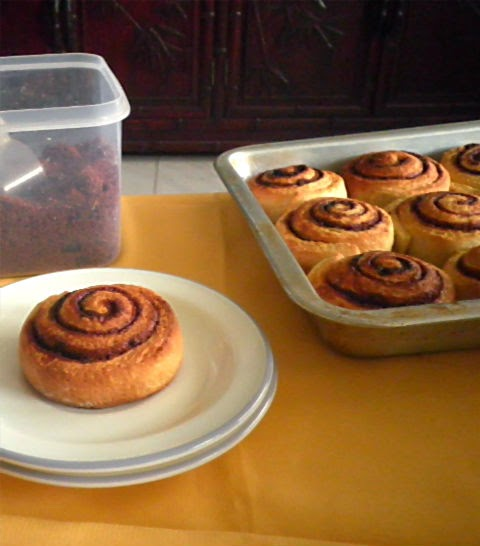 Cinnamon Rolls Recipe @ http://treatntrick.blogspot.com