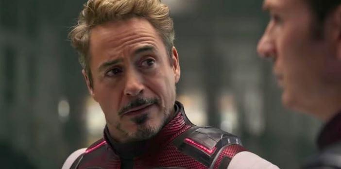 Homem de Ferro conversando com Capitão América em Vingadores: Ultimato