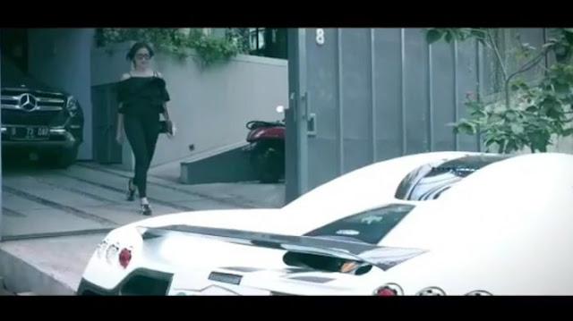 Wow, Janda Keren Jessca Iskandar Kendarai Mobil Mewah Seharga Rp 67 Miliar