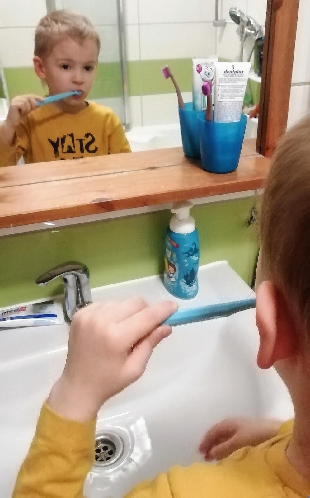 """""""Szczotka, pasta..."""" Przeboje z myciem zębów"""