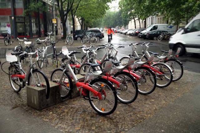 Bicicletas pelas ruas de Berlim