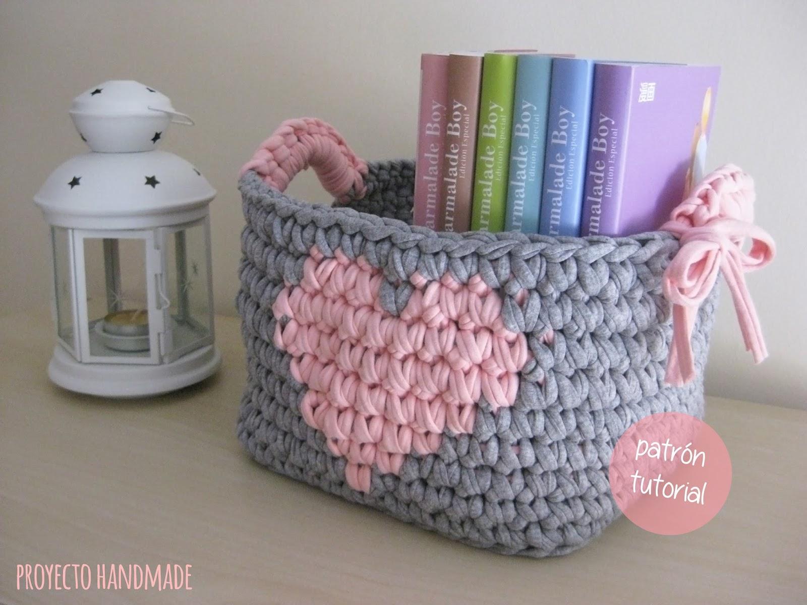Proyecto handmade cesta cuadrada de trapillo coraz n - Como hacer un puff de trapillo ...