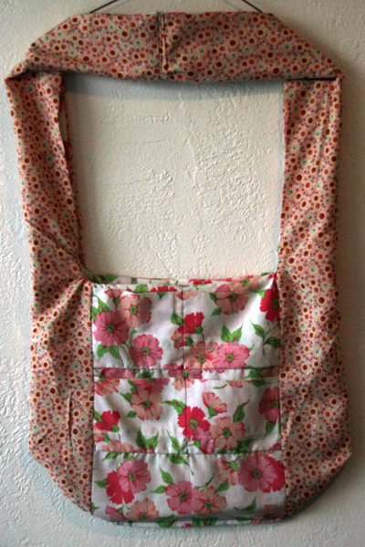 Tutorial: Sew a monk's bag from a pillowcase