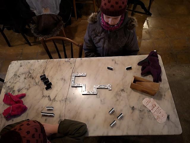 jugando a dominó en Salàs de pallars