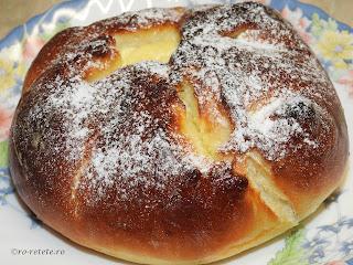 Placinta Poalen-n brau reteta traditionala de casa din Moldova Bucovina si Dobrogea cu branza dulce coapta la cuptor retete culinare de patiserie placinte branzoaice deserturi dulciuri gustari branzoaica,