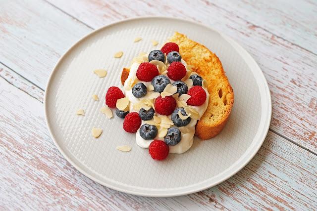 Συνταγή για Τσουρέκι που περίσσεψε από το Πάσχα με Γιαούρτι και Φρούτα