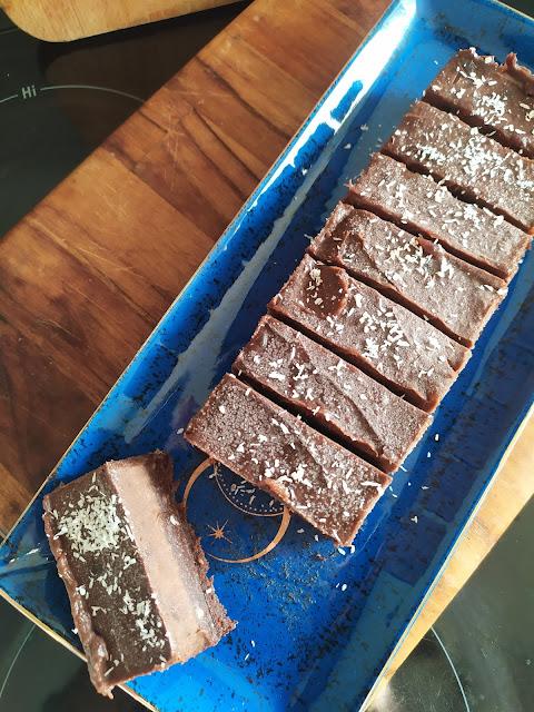 Gâteau vegan façon brownie au chocolat (sans cuisson & sans sucre)
