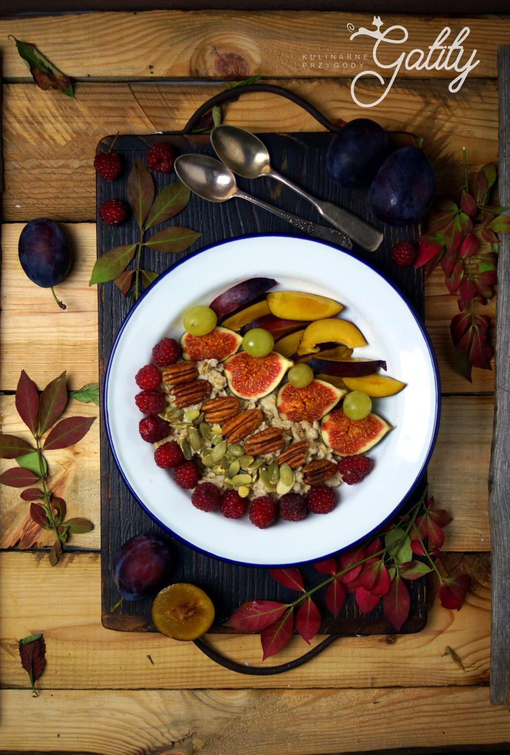 owsianka-z-kolorowymi-owocami