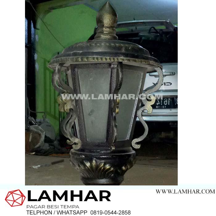Lampu antik besi tempa