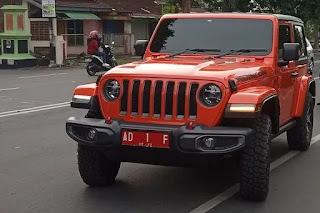 Jeep Wrangler Rubicon Bupati Karanganyar Gagal Nanjak Dan Harus Ditarik Excavator
