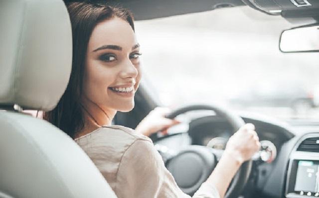 Rüyada araba sürmek ne demek? Rüyada araba kullanmanın manası nedir? rüyada arabaya binmek, inmek, hızlı kullanmak, araba rüyaları yorumu.