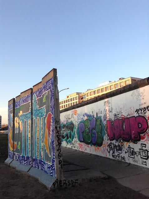 Bloque de concreto pintado del muro de Berlín