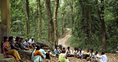 Famílias cristãs fogem para floresta após ter casas destruídas por aldeões hindus
