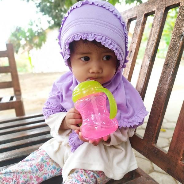 Bayi Belajar Minum Pakai Nuby Clikit Flex Straw