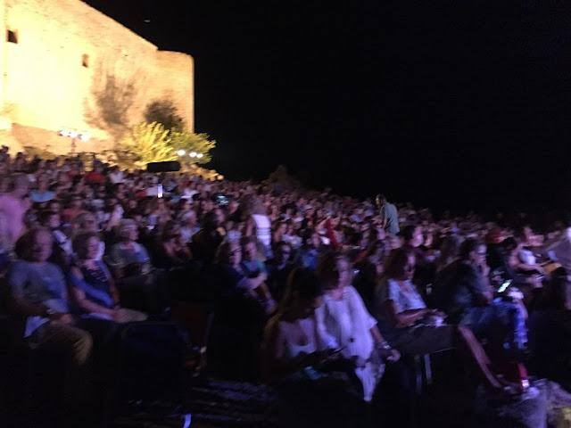 8ο Διεθνές Φεστιβάλ Ανδραβίδας-Κυλλήνης: Έκλεισαν με υπέροχη συναυλία  με Σταμάτη Κραουνάκη & Σπείρα στο Κάστρο Χλεμούτσι με τον καλύτερο τρόπο οι φετινές εκδηλώσεις του Φεστιβάλ
