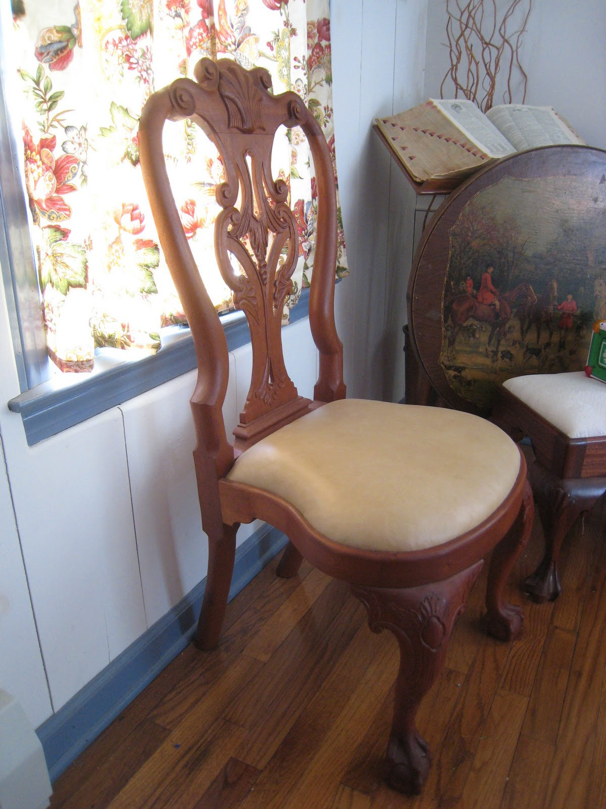Shoe Shaped Chair Cozy Reading Musings From Big Pink Queen Anne Side