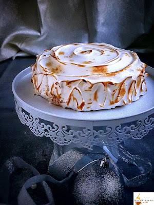 كعكة ألاسكا بالقهوة والكراميل المملح