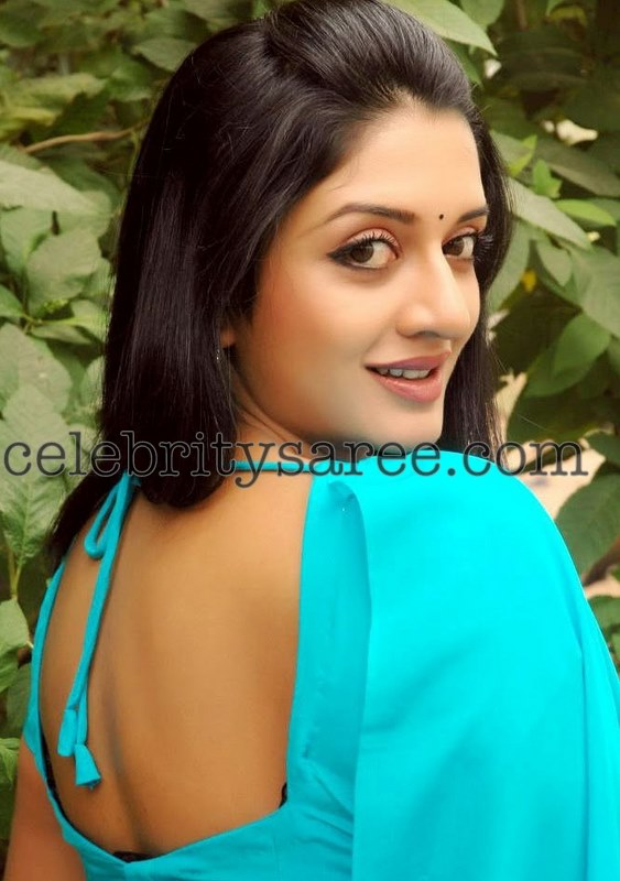 6a1ebea022e62 South Indian actress Vimala Raman in plain sky bluse saree blouse design  with deep square neck pattern and lace.