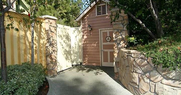 Disneyland Report Hidden Gems Secret Bathroom