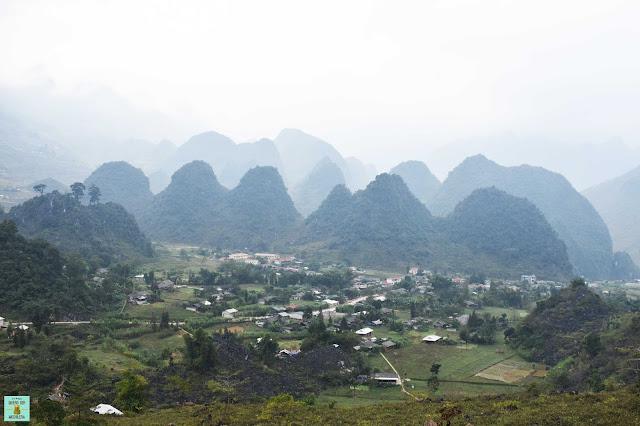 De camino a Du Gia, loop de Ha Giang
