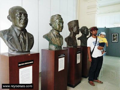 patung di monumen pers nasional di Solo