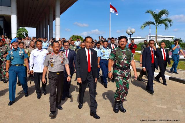 Era Jokowi, Hukum untuk Pukul Lawan dan Lindungi Kawan