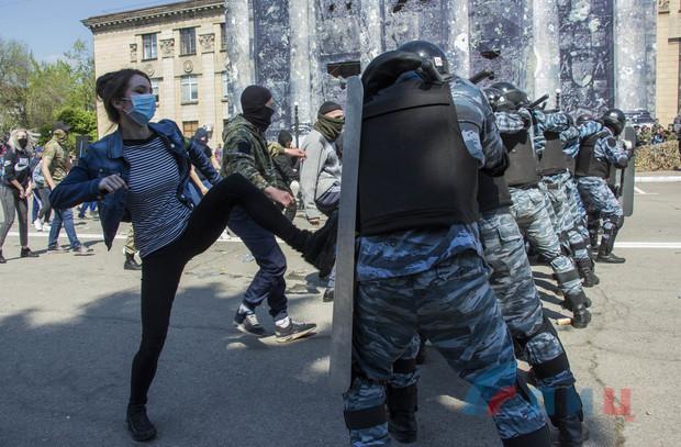 дебилы лнр театр абсурда беркут разгоняет майдан 2019 год