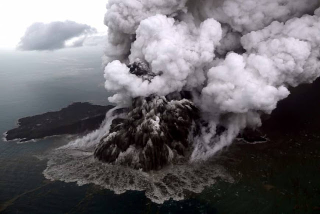 Image Attribute: The Anak Krakatau volcano is seen December 23, during an eruption in the Sunda Strait in South Lampung, Indonesia / Source: ANTARA FOTO