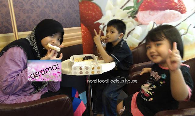 anak anak nak makan kebab daging pita