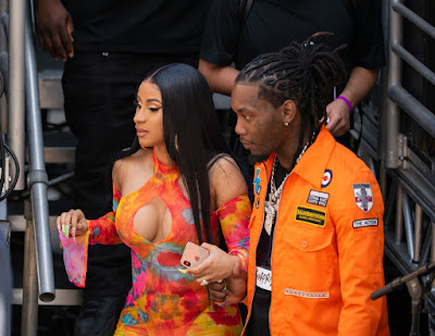 """Offset grabs a handful of Cardi B's backside while they perform on """"Jimmy Kimmel Live!"""" in Los Angeles"""