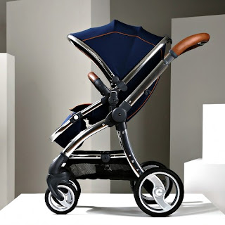 Lacivert renkli bebek arabası veya puset