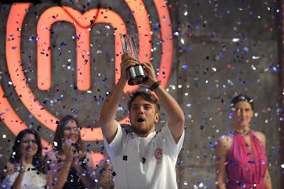 Vitor é o grande vencedor do MasterChef - A Revanche. Crédito: Carlos Reinis/Band