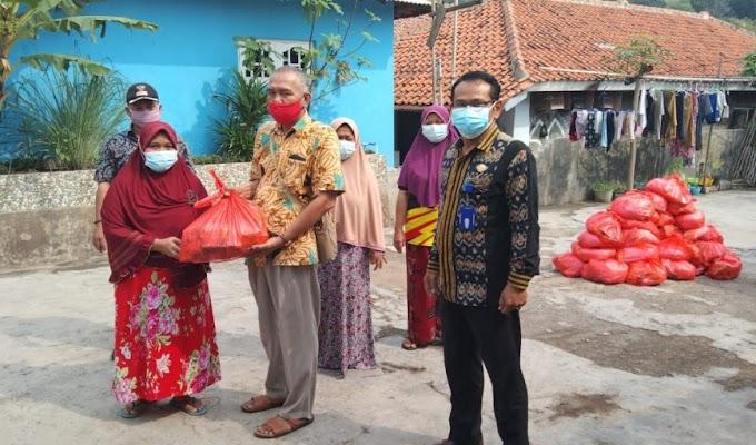Pemkab Serang Bagikan 1.386 Paket Sembako untuk Warga yang Isoman