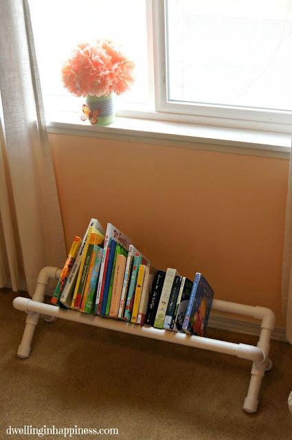 Rak buku terbuat dari pipa PVC (paralon)