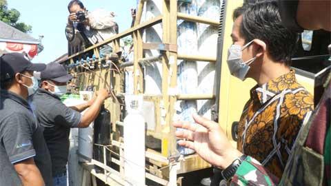 Pemko Surakarta Bagikan Oksigen Gratis untuk Warganya