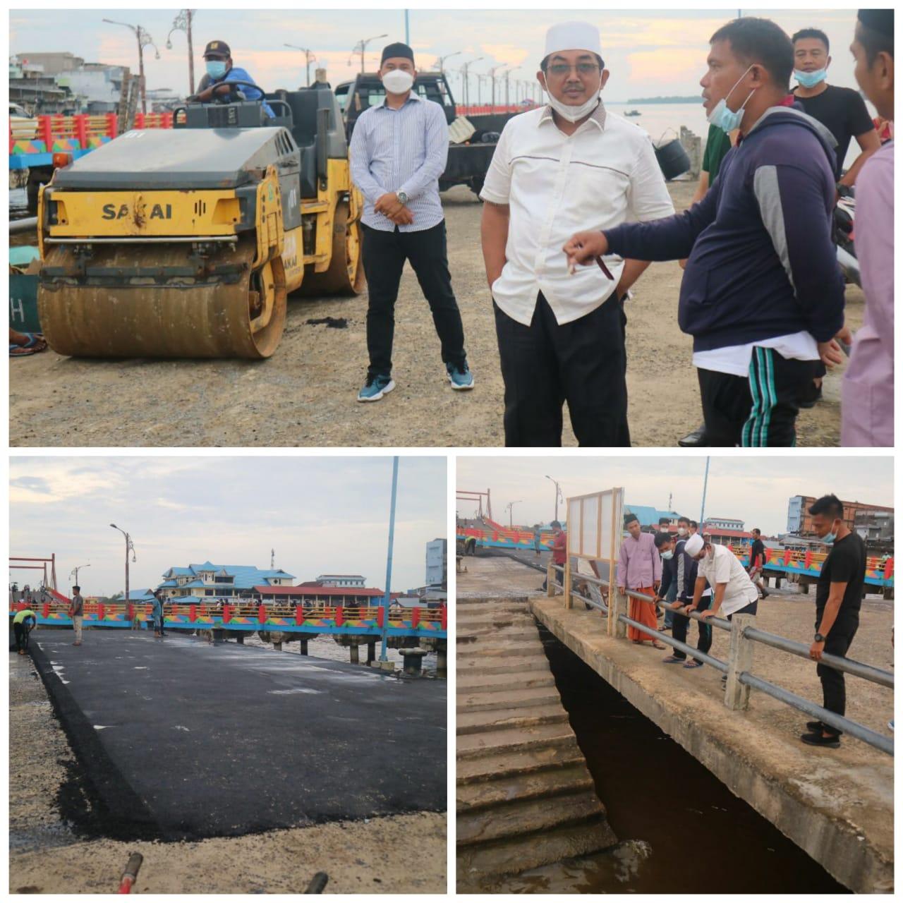 Bupati Tanjabbar Tinjau Pekerjaan Pengaspalan dan Pembersihan Jembatan WFC