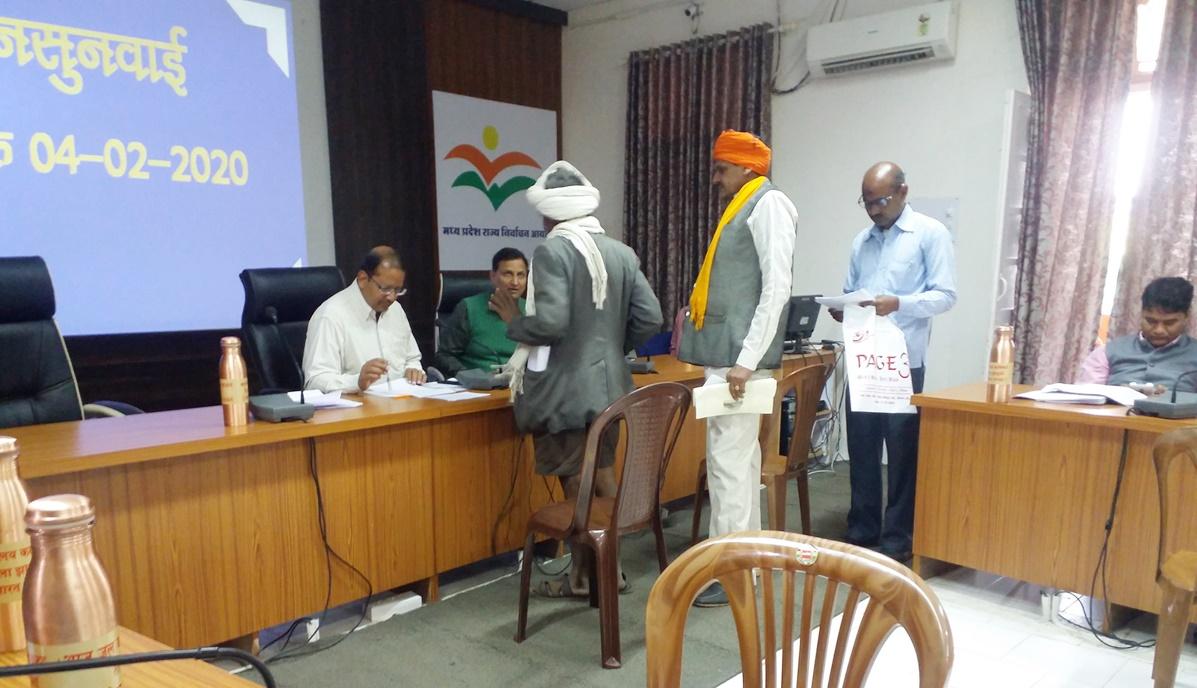 Jhabua News-जन सुनवाई में प्राप्त आवेदन पत्रो का त्वरित निराकरण करने के निर्देश