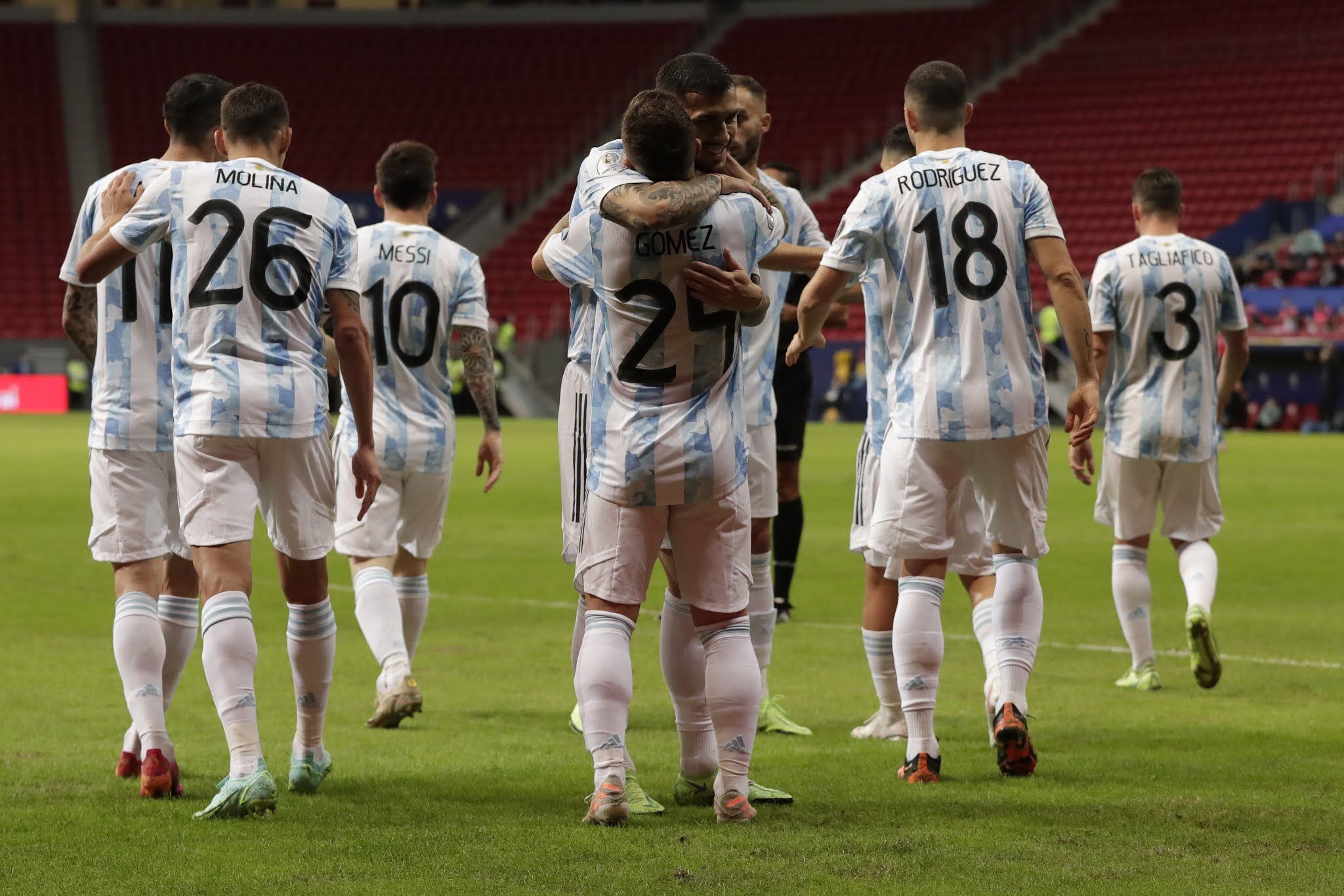 Argentina se clasificó a octavos de la Copa América luego de vencer a Paraguay