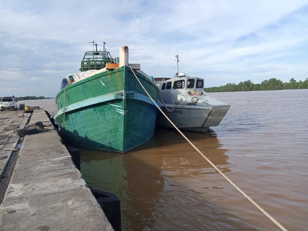 Diduga Bawa Kain Ilegal, TNI AL Tangkap Kapal Kayu di Tanjabtim