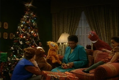 Sesame Street Elmo Saves Christmas. Everyone is preparing for the holidays on Christmas Eve.