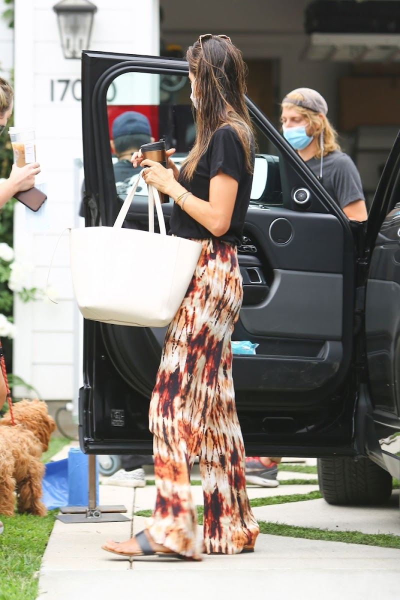 Alessandra Ambrosio Snapped on the Set of a New Project in Los Angeles 13 Aug -2020