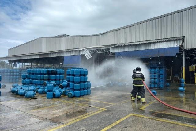 Explosão em empresa de gás deixa uma pessoa morta e outras duas feridas na Bahia