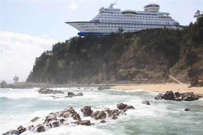 Kapal pesiar yang mengambang ini sebenarnya adalah sebuah hotel di Korea Selatan