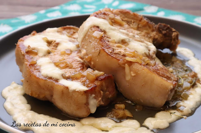 Chuleta de cerdo en salsa de queso