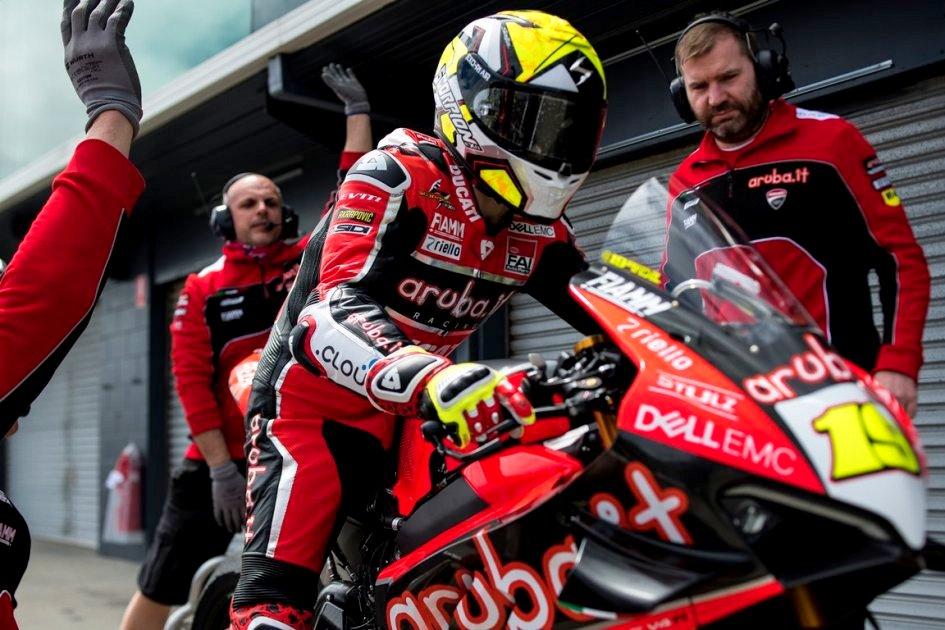 Bos manajer tim Aruba It Ducati WSBK angkat suara perihal penyunatan RPM !