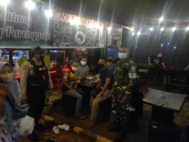 Demi menjaga ketertiban dan keamanan warga di bulan suci Ramadhan, Polsek Parenggean bersama Anggota TNI, melaksanakan Patroli