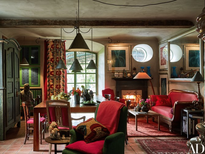 Vibrant red accents in an art filled farmhouse of Oberto Gili in northwest Italy