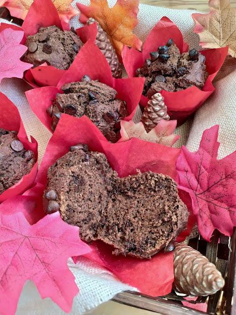 Receta de muffins de remolacha y chocolate. Desayunos y meriendas de otoño. Postre. Magdalena. Sencillo, rápido, rico, saludable. Cuca