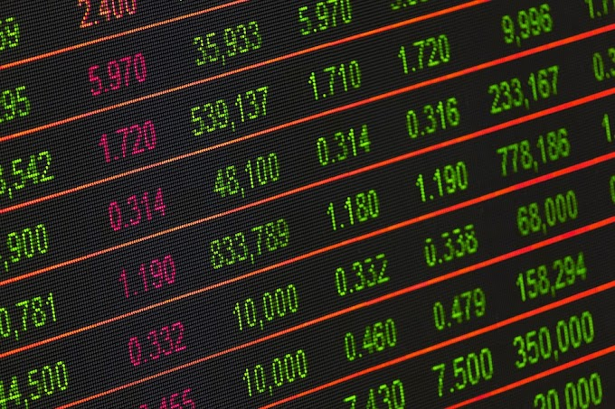 Trading online: è allarme truffe, ecco come investire sui mercati senza rischi